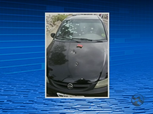 Suspeitos atiraram no carro do ex-policial durante a abordagem (Foto: Reprodução/TV Asa Branca)