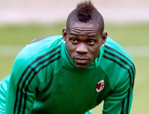 Balotelli no treino do Milan (Foto: Reuters)