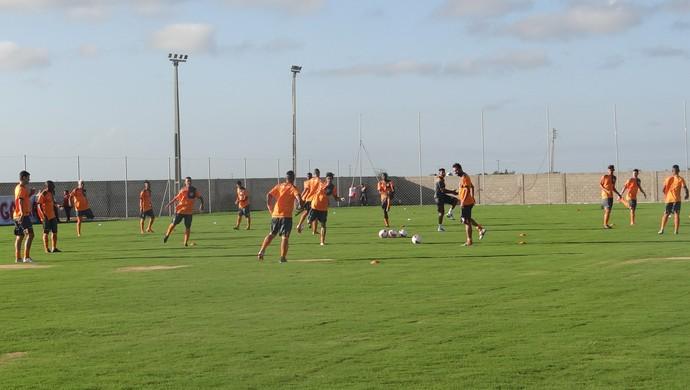 Primeiro treino do CRB no Ninho do Galo (Foto: Denison Roma/GloboEsporte.com)