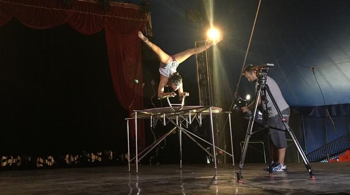 Jovens artistas de circo falaram da sua rotina no 'Mistura' (Foto: RBS TV/Divulgação )