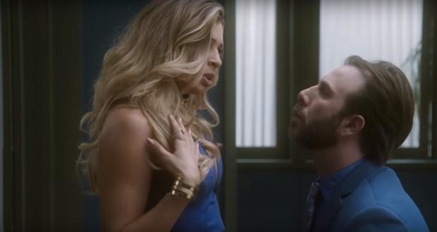 Grazi Massafera com Danilo Grangheia na novela A Lei do Amor (Foto: Reprodução/Globo)