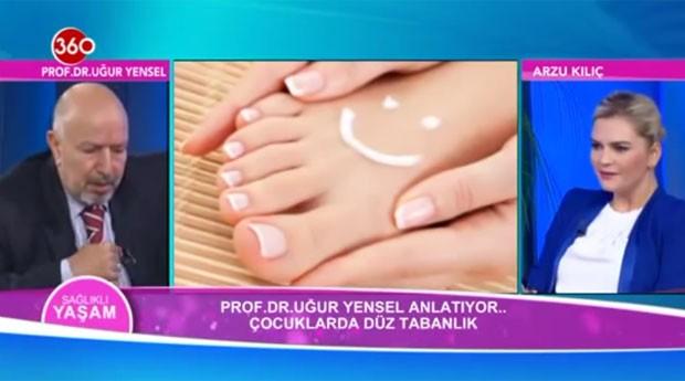 O médico Ugur Yansel passou mal enquanto falava sobr pés chatos em um programa de TV ao vivo na Tuquia (Foto: Reprodução/YouTube/Asistan Hekim)