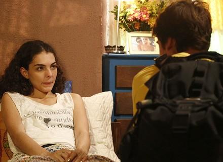 Ciça pede a Rodrigo pra ele passar a noite no hostel