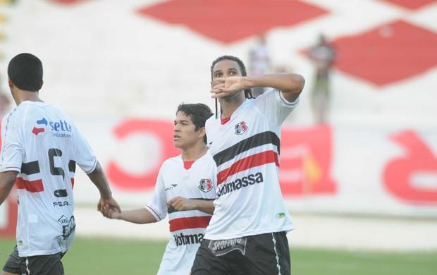 Santa Cruz - Dênis Marques (juras de amor) (Foto: Aldo Carneiro/Pernambuco Press)