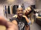 Antes de gravação, Fernanda Souza surpreende o noivo Thiaguinho; fotos