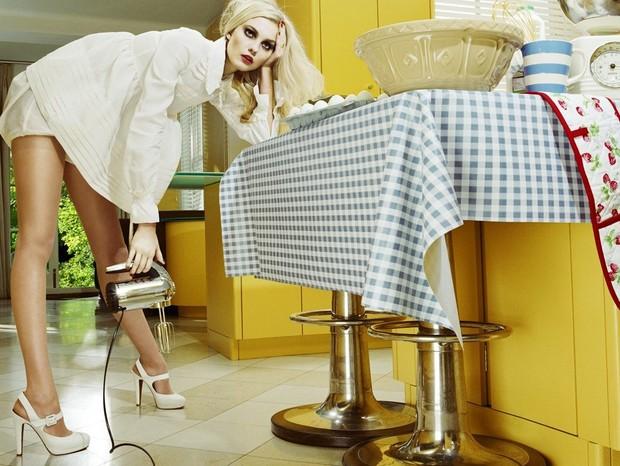 Carol Trentini para Vogue Italia (Foto: Miles Aldridge / Reprodução)