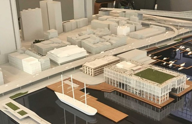 A model of the Howard Hughes Corporation's South Seaport development in lower Manhattan (Foto: @SUZYMENKESVOGUE)