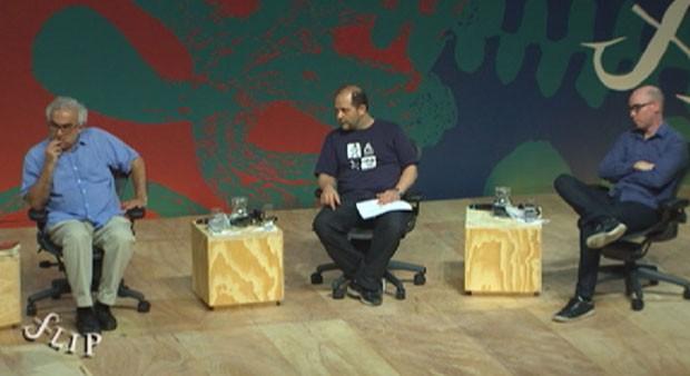 Milton Hatoum, Mamede Mustafa Jarouche e Vladimir Safatle na mesa 'Literatura e revolução' na Flip 2013 (Foto: Reprodução/G1)