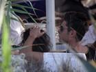 Zac Efron e Michelle Rodriguez aparecem em momento romântico
