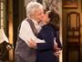 Anastácia e Pancrácio se beijam