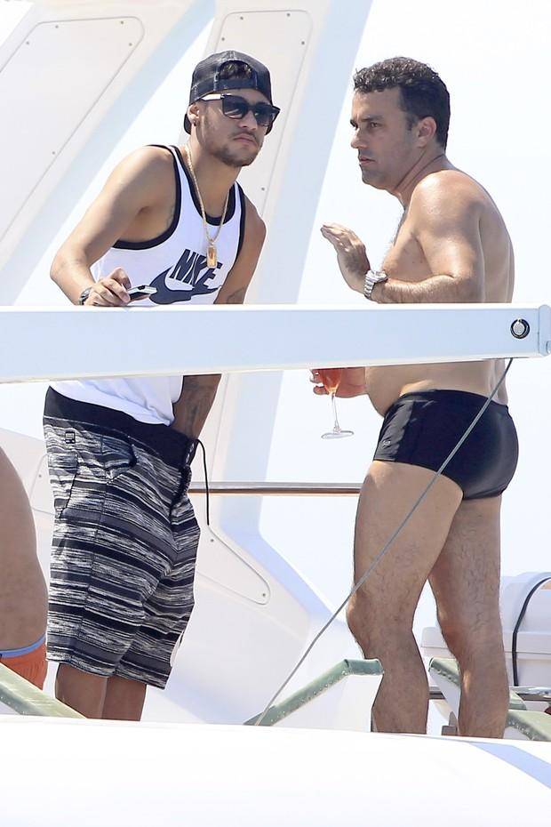 Neymar em Ibiza (Foto: Agência/ Grosby Group)