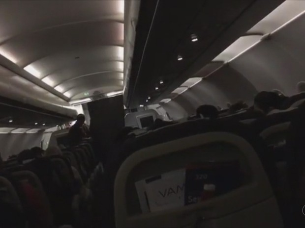 Passageiro tem surto durante voo para o Acre e é amarrado em assento (Foto: Reprodução/Rede Amazônica Acre)