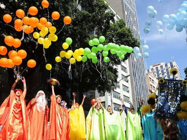 Ala de Paus abre o cortejo do Monobloco espalhando descontração e alegria (Foto: Alexandre Durão/G1)