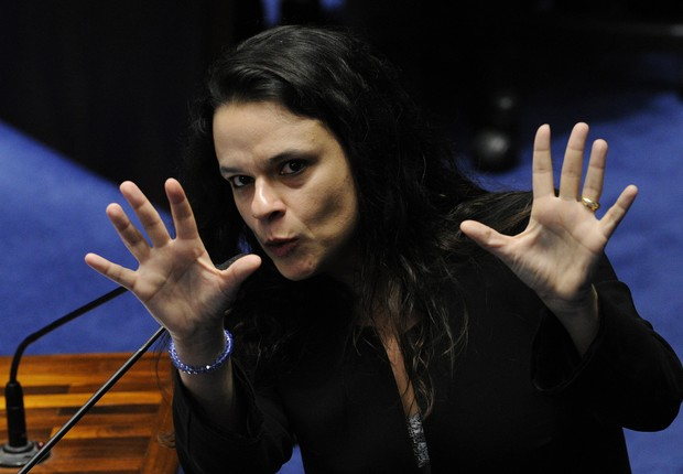 A jurista Janaína Paschoal faz a acusação contra a presidente Dilma Rousseff no julgamento do impeachment (Foto: Edilson Rodrigues/Agência Senado)