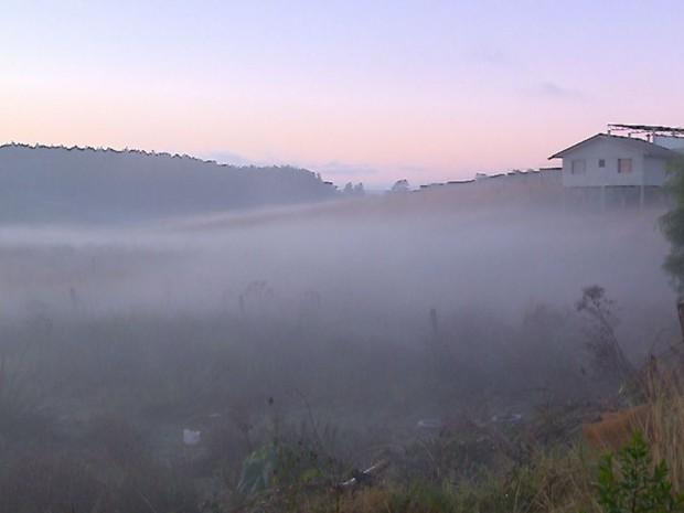 Em Passo Fundo, amanhecer foi de frio intenso nesta quarta (8) (Foto: Reprodução/RBS TV)
