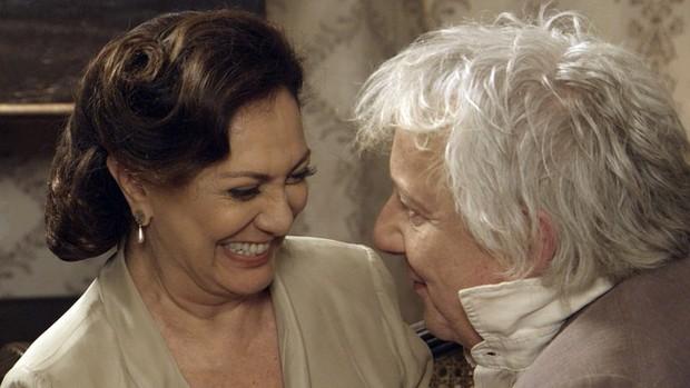 Êta Mundo Bom!: Anastácia ganha declaração de amor (TV Globo)