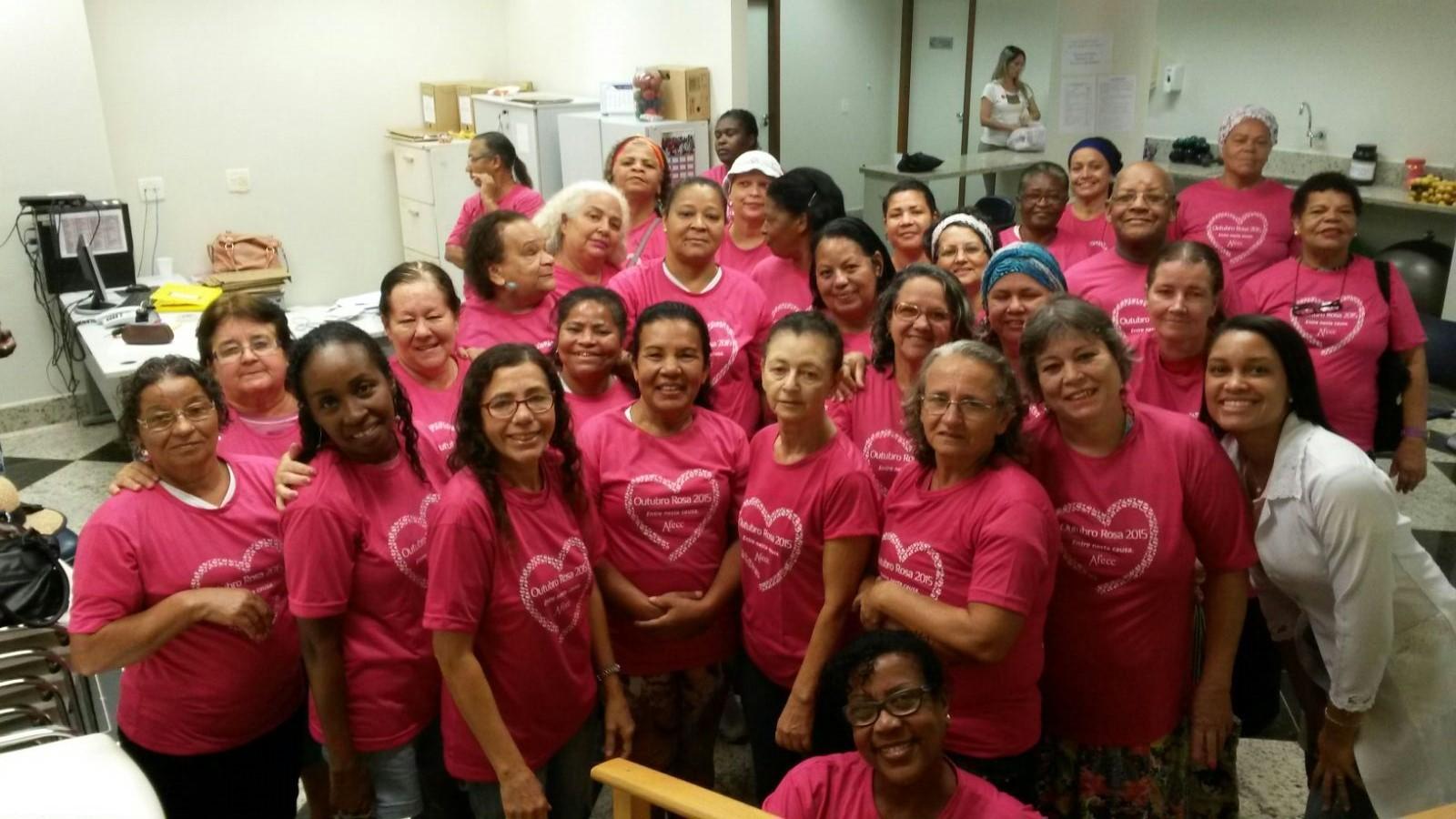Equipe de projeto que ajuda mulheres com mastectomia (Foto: Arquivo Pessoal)