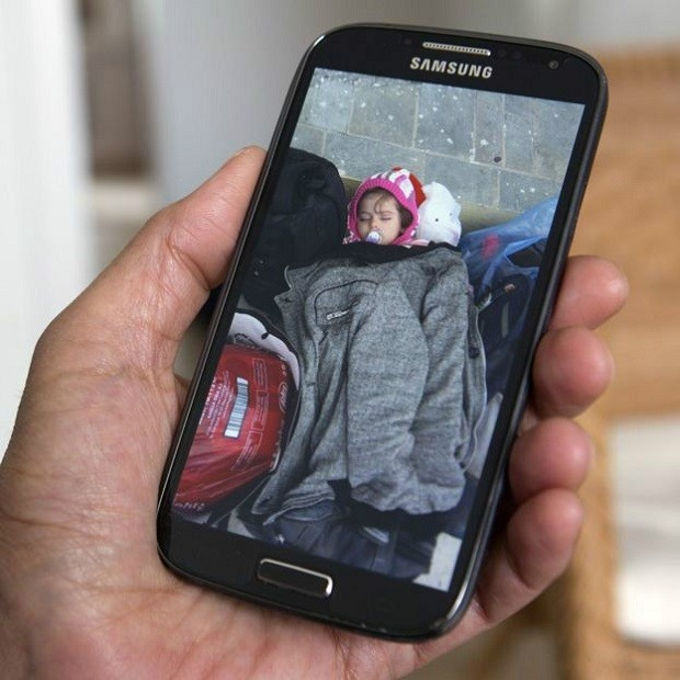Maya foi levada por contrabandista a amiga da mãe, que se responsabilizou pela criança enquanto Zazit estava longe (Foto: BBC)