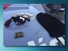 Polícia Militar flagra suspeitos com arma em carro em Suzano