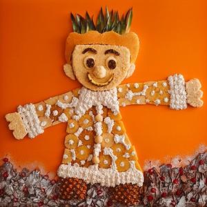Rei Luca na Floresta Negra: Feito com dois bolos tradicionais da padaria: o Bolo Luca e o Floresta Negra, a imagem do rei foi feita com pão de ló, abacaxi, chantilly, raspas de chocolate e cerejas em calda (Foto: Divulgação)