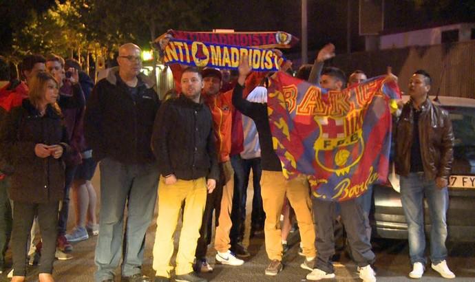 Barcelona hostilizado (Foto: Cassio Barco)