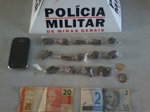 Droga apreendida em Arcos (Foto: Polícia Militar/ Divulgação)