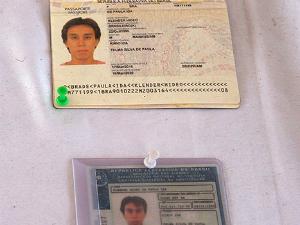 Documentos de vítima foram encontrados entre destroços (Foto: (Foto: Reprodução))