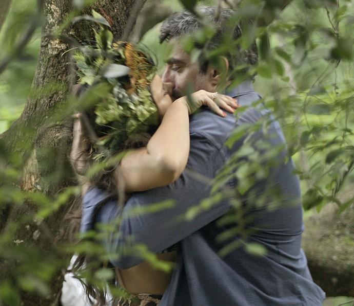 Mel dá beijão em diretor em troca de trabalho (Foto: TV Globo)