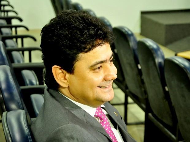 O ex-secretário de estado Éder Moraes durante sessão da CPI das obras da Copa, na Assembleia Legislativa. (Foto: Renê Dióz / G1)