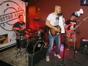 Banda Retrô Ativi se apresenta na Festa Junto e Misturado em Ouro Preto do Oeste, neste sábado (7) (Foto: Assessoria/Divulgação)
