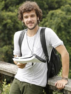 Ator estuda o texto nos intervalos das gravações (Foto: Felipe Monteiro/Gshow)
