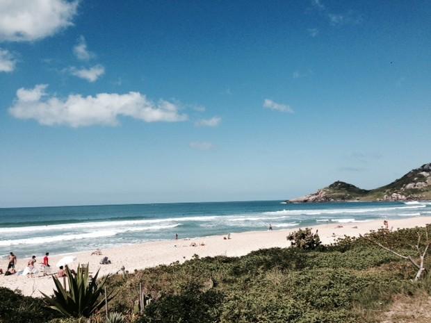 Praia Mole, no Leste de Florianópolis, tem areia grossa (Foto: Márcia Callegaro/G1)
