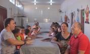 Mário conhece família com 80 filhos e poeta de Capinópolis (Divulgação)