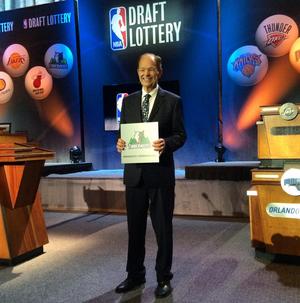 Glen Taylor dono minnesota timberwolves primeiro escolha draft 2015 nba (Foto: Reprodução/Twitter)