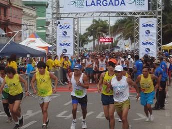 Cerca de 2.800 pessoas participam da Meia Maratona Sesc de Revezamento (Foto: Gustavo Pêna/GLOBOESPORTE.COM)