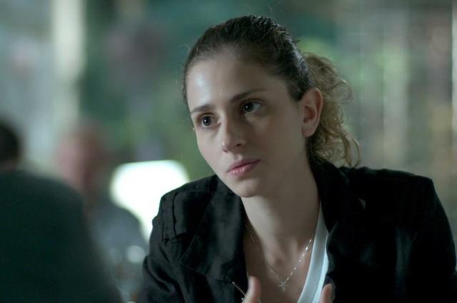 Carol Duarte (Ivana) e Juliana Paiva (Simone) em cena de 'A força do querer' (Foto: Reprodução)
