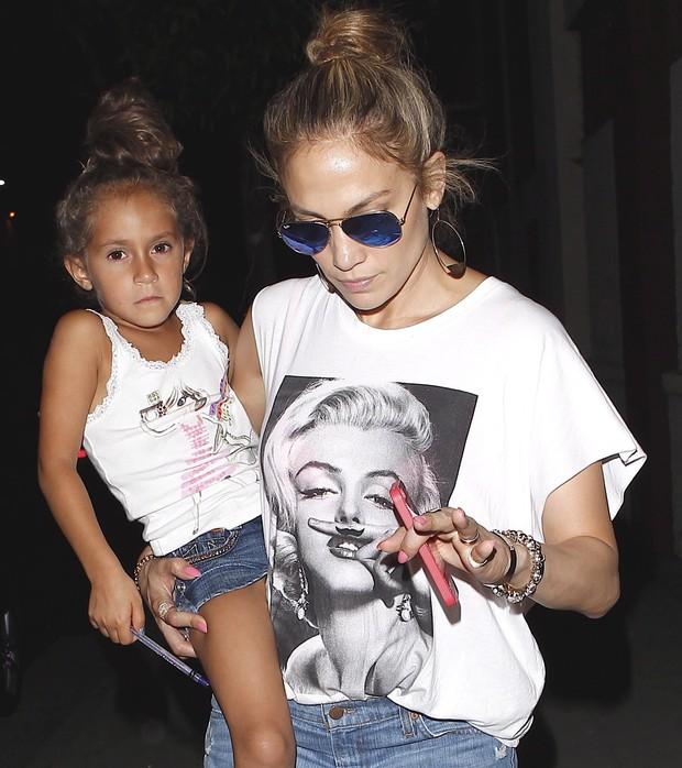 X17 - Jennifer Lopez com a filha, Emme, em Los Angeles, nos Estados Unidos (Foto: X17/ Agência)