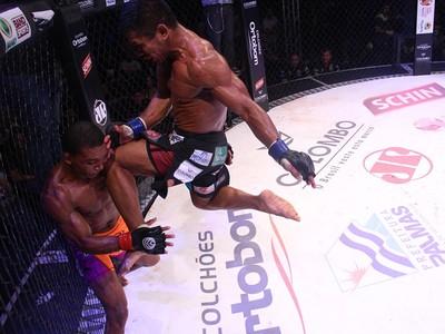 Paulinho Capoeira Nildo Katchau MMA Jungle Fight (Foto: Leonardo Fabri/Divulgação)