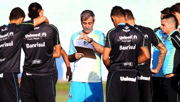 Fábio Mahseredjian comenda treino do Grêmio (Foto: Lucas Uebel / Grêmio, DVG)