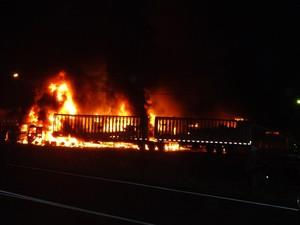 Incêndio ocorreu em posto da BR-101 (Foto: Quintino Junior/Divulgação)