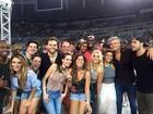Flávia Alessandra vai com a filha Giulia Costa ao show do Coldplay no Rio