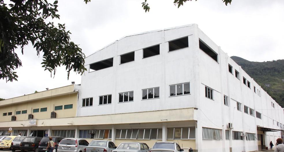 Vítima de agressão está internada no Hospital Raul Sertã, em Nova Friburgo, onde espera por cirurgia. (Foto: Daniel Marcus / Ascom Friburgo)
