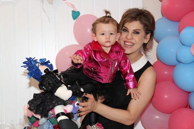 Bárbara Paes no aniversário de Cecília, filha de Bianca Castanho (Foto: Cleomir Tavares / Divulgação)