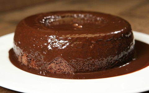 Bolo de chocolate de liquidificador da Carolina Ferraz
