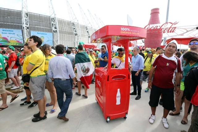 Refrigerador 'sustentável' foi apresentado na terça-feira no Castelão. (Foto: Divulgação)