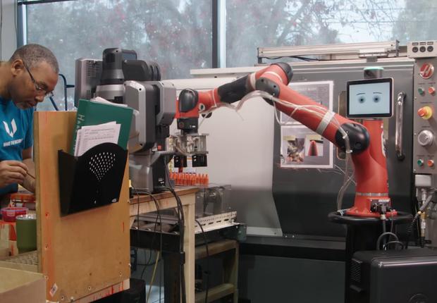 Robô da Rethink Robotics (Foto: Reprodução/YouTube/Rethink Robotics)
