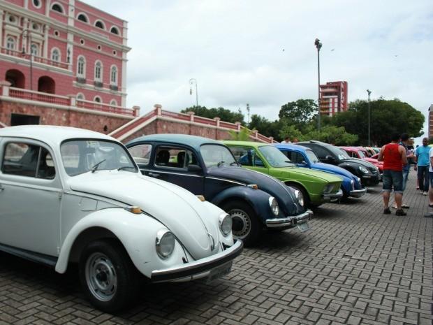 Mais de 70 carros participaram da exposição (Foto: Mônica Dias/G1 AM)