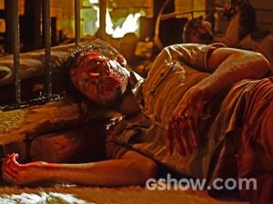 Virgílio fica desacordado depois de briga com Laerte (Foto: Ellen Soares/ TV Globo)