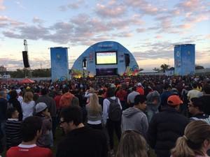Público lota Fifa Fan Fest em Porto Alegre (Foto: Carla Simon/G1)