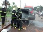 Carro pega fogo após falha na fiação do sistema de som, diz Bombeiros